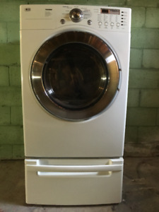 LG DRYER TROMM DLE5977W - CLEAN AND IN GREAT CONDITION