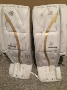 Vaughn Velocity Goalie Pads 31 + 1.5 White and Gold