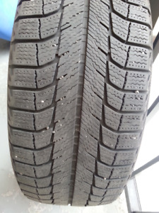 pneus Michelin  215/55R17 d'hivers