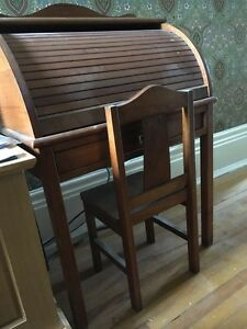 DESK & CHAIR WOODEN ROLL TOP, CHILD SIZE