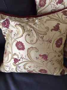 """Custom Made Gorgeous Downfilled 18"""" x 18"""" Floral Pillows Cambridge Kitchener Area image 6"""