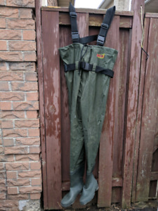 Fishing waders mens size medium to large