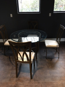 ROUND GLASS KITCHEN TABLE&4 HIGH QUALITY HEAVY METAL CHAIRS $350