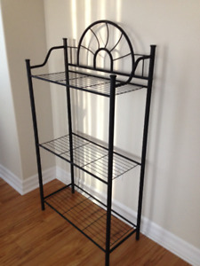 4 Pice coffee / end tables and 3 tier shelf