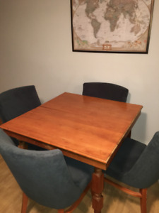 Square dinner table