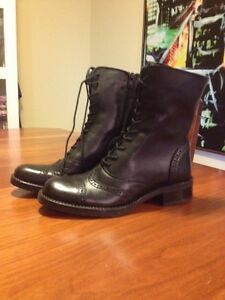 Women's black leather boots new in box size 6