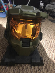 Halo 3 Legendary Edition Master Chief Collectors Helmet + Stand