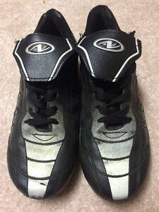 Used Indoor/Outdoor Soft Rubber Soccer Cleats Size 3.5