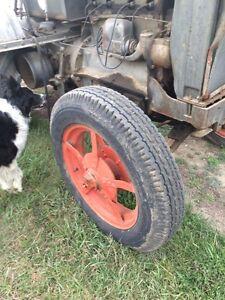 Case  tractor 1939. Runs and drives.  Great for restoration ! Regina Regina Area image 9