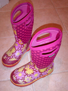 Bogs Kid's Girls Classic Flower Dot Cherry Pink Youth Size 2 Stratford Kitchener Area image 8
