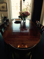 Extendable dining table with 6 chairs made in France