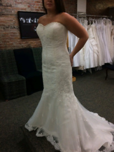 Strapless sweetheart wedding dress with beading and lace