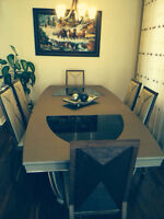 Jane Seymour dinning table, perfect conditions, half price.