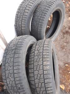 4 pneus d'hiver Kumho P195/65R15