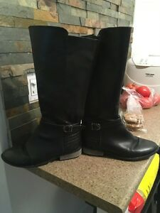Black Women Boots Size 9.5 ($10)  London Ontario image 1