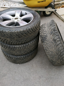 4x225/55R17 Nokia Hakapeliita R2 on silver rims.  5x114.3 bp
