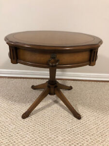 Solid wood end table (round)