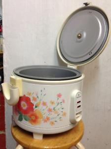 Rarely used 8 cup rice cooker by National brand.  Now reduced