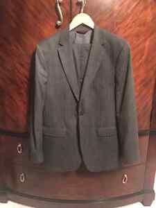 Like New Men's 2 button Suits - Banana Republic London Ontario image 1