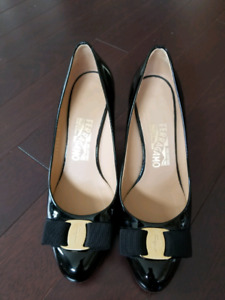 Salvatore Ferragamo Bow pumps size 7