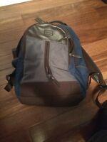 VRAI coach bag a vendre (uni-sex)