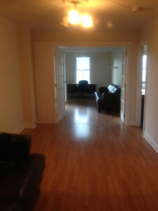 Charming 6.5 apt - Short Walk to McGill University/John Abbott