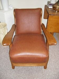 MID CENTURY SOLID WOOD CHAIR