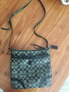 Coach Crossbody Messenger Purse!