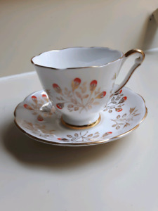Bone China teacup with gold details