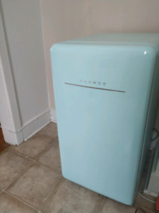 Retro Look Compact fridge EUC