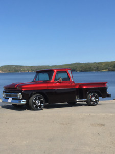 CUSTOM 1966 CHEVY PICKUP