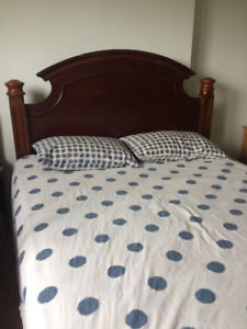 8 PIECE QUEEN SIZE BEDROOM SET IN GOOD CONDITION FOR $375