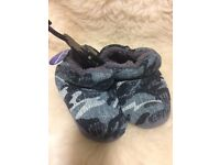 New with tags. Boys slippers size 10. Great gift.