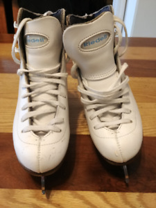 Riedell Figure Skates Size 2 1/2 fit small