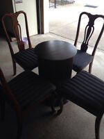 PedaStaL TabLe & ChairS