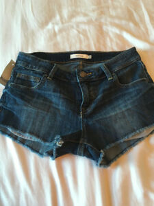 BRAND NEW WITH TAGS - ARITZIA JEAN SHORTS