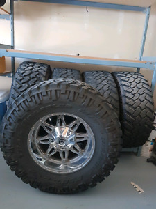 35×12.5 R17 Nitto Trail Grappler mud tires and Fuel rims