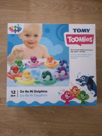 Tomy Toomies do rae mi dolphins bath toy