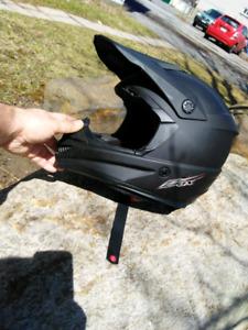 Casque de motocross noir mât de qualité de marque Zox 1/2 prix