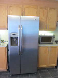 """33"""" GE Stainless steel two door Refrigerator with dispenser Mint"""