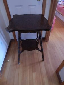 antique table appoint