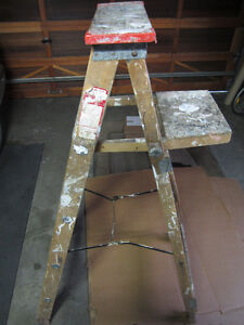 5' wood step ladder with paint shelf