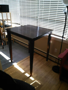 Tall dark eating table with 2 chairs - Kits Point