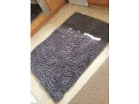 Grey rug, brand new, excellent condition