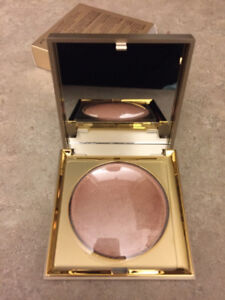 BNIB Stila Heaven's Hue highlighter