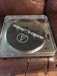 Audio Technica Turntable AT-LP60