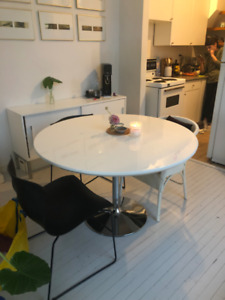 FOR SALE - Modern Round Table - $80 (Toronto)