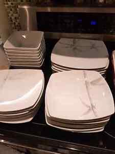 8 piece dish set London Ontario image 1
