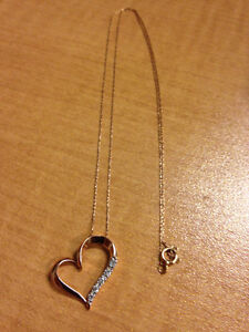 """20"""" Gold Heart Necklace with 5 diamonds"""