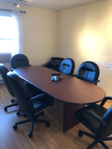 Executive boardroom table and 6 chairs - Excellent condition